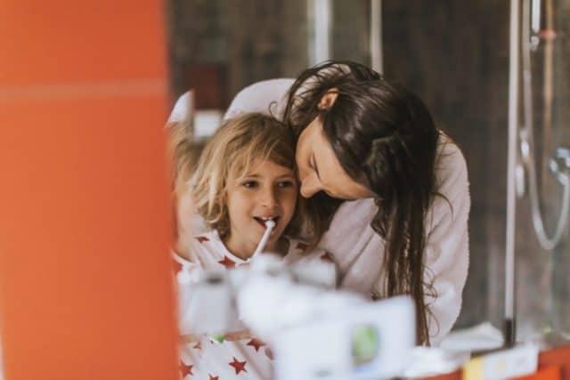 Co robić jeśli dziecko nie chce myć zębów? Zbiór porad dla rodziców małych dzieci.
