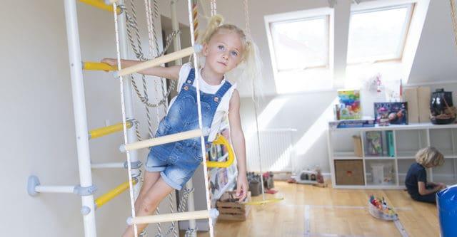 Domowy plac zabaw to dawka ruchu i zabawy dla najmłodszych, nawet podczas niepogody!