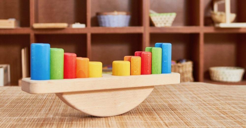 Zestawienie pomocy do nauki matematyki - książki i zabawki do nauki matematyki.