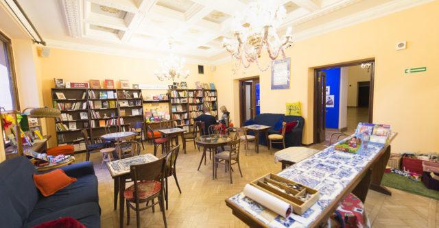 Tarabuk to księgarnia dla dzieci i kawiarnia mieszcząca się w Teatrze Lalka w Warszawie.