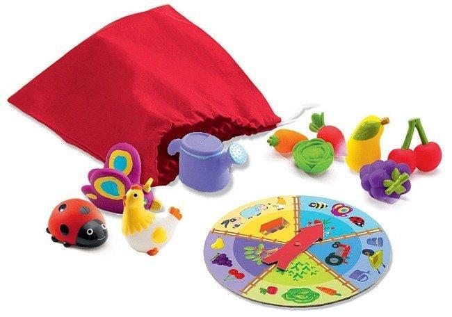 Sensoryczna gra dla trzylatków - zamknij oczy i wylosuj wskazany przez koło fortuny przedmiot.