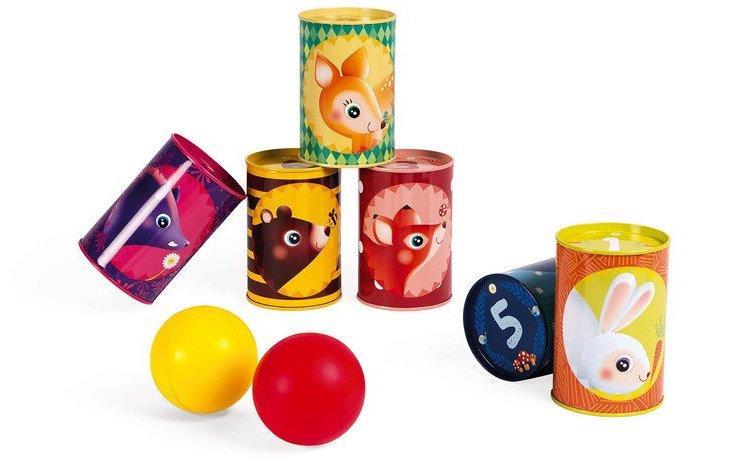 Zręcznościowe gry dla 3 latków to jest to! Zbijanie puszek podbije niejedno dziecięce serce!