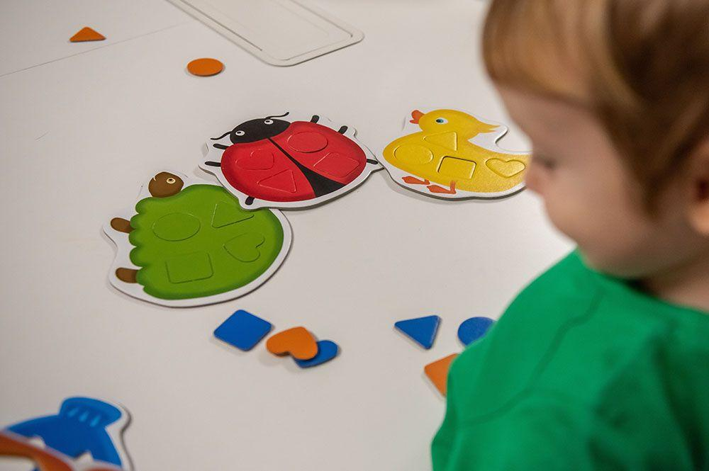 W serii Akademia Mądrego Dziecka firmy Egmont znajdziesz fajne gry dla 2 latka - idealne na rozpoczęcie przygody z planszówkami.