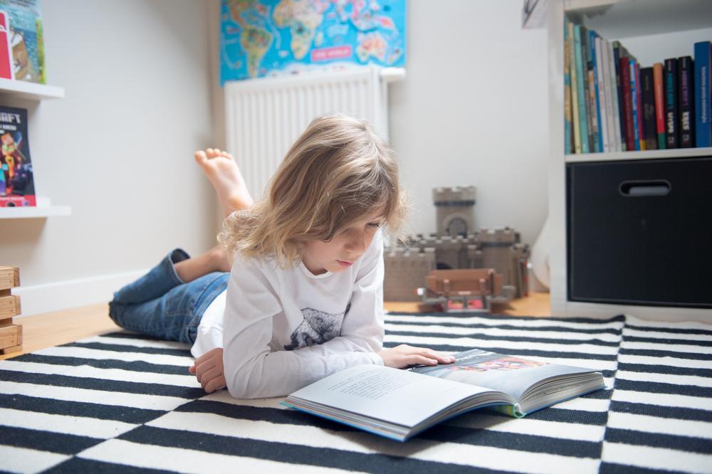 Kociołek opowieści z serii Poczytaj ze mną to zbiór utworów, które wprowadzają dzieci w świat gatunków literackich.