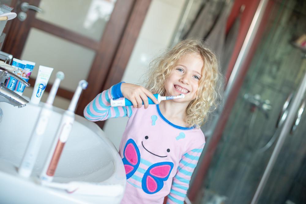 Jaką szczoteczkę wybrać dla dziecka: jak dbać o zęby mleczne?