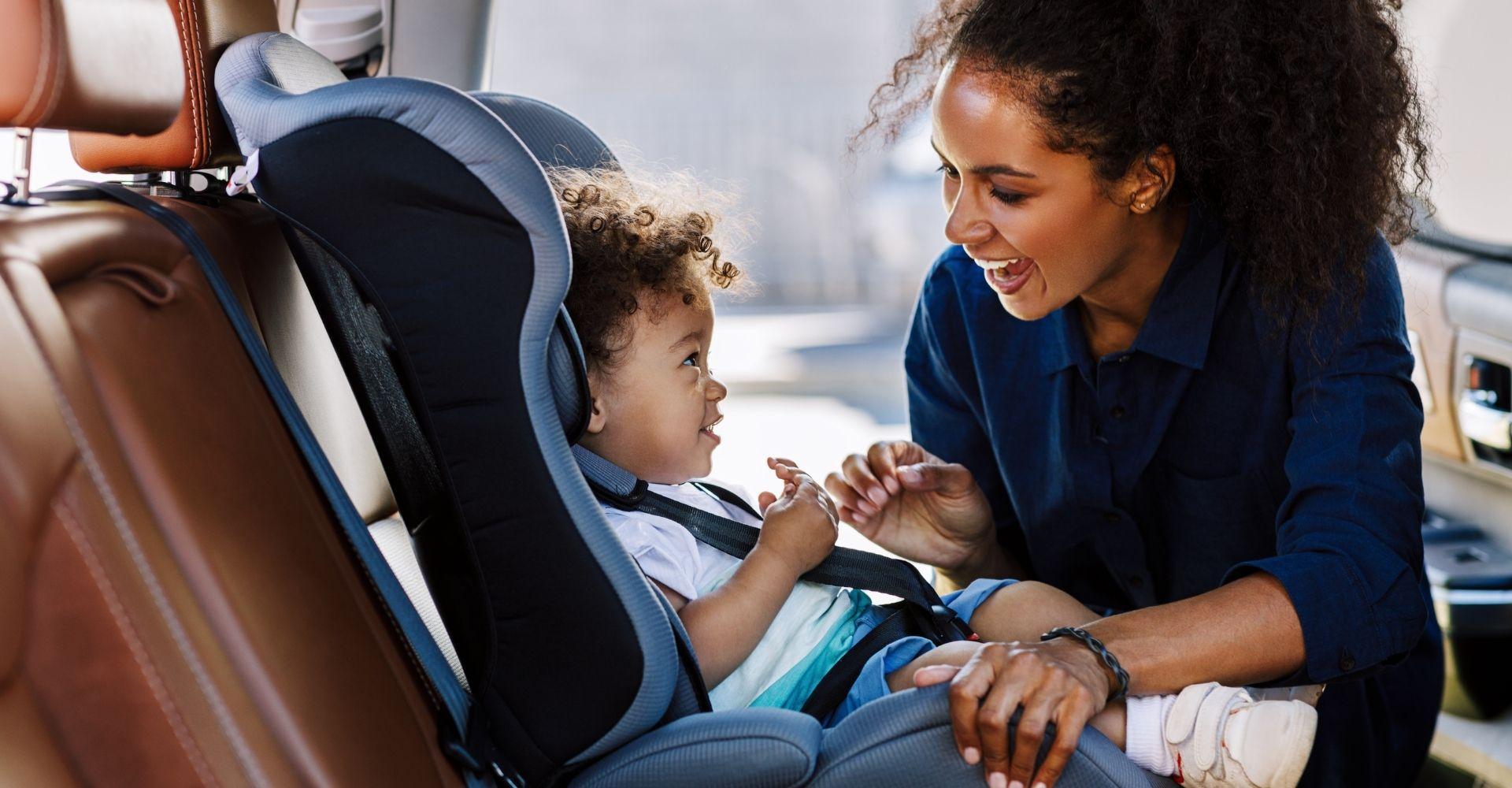 Przewożenie dzieci w samochodzie – jak to robić bezpiecznie i zgodnie z prawem?
